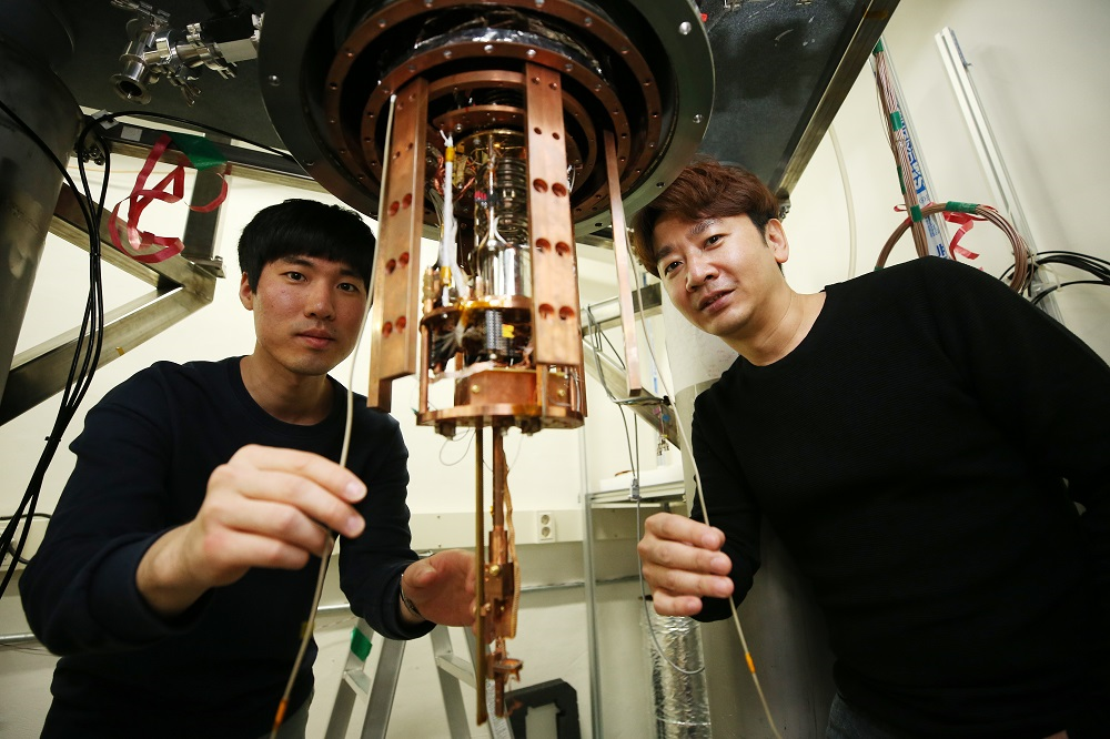 PhD Candidate Seungho Kim (left) and Professor Sungjae Cho (right)
