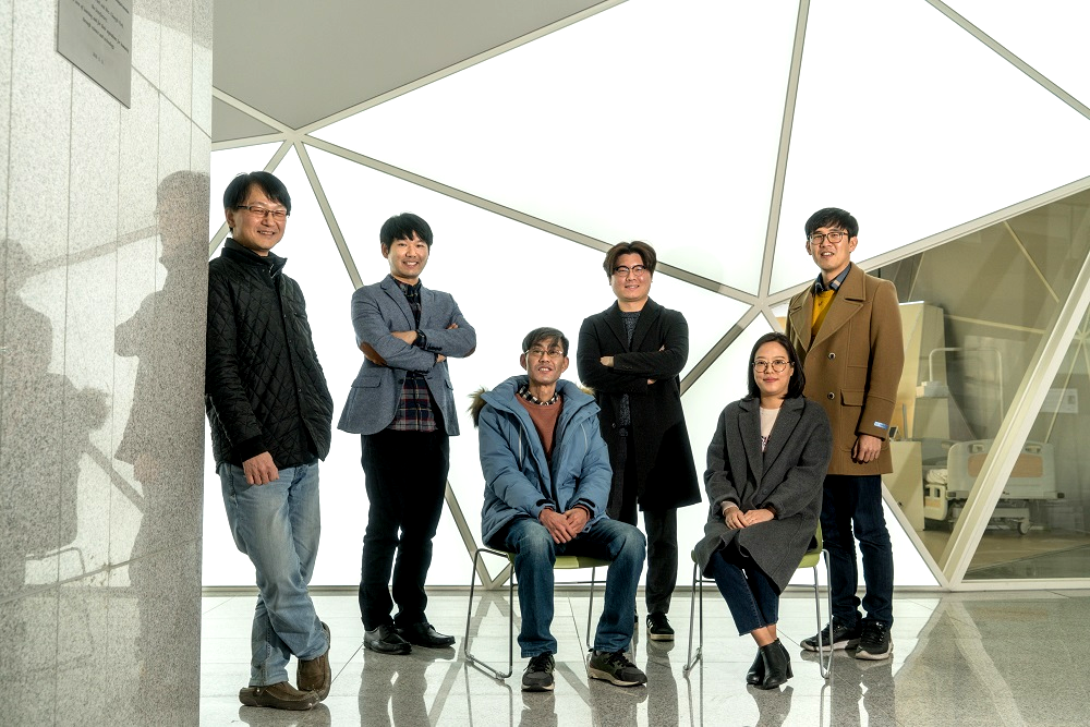 Professor Hojong Chang (right) and His Research Team