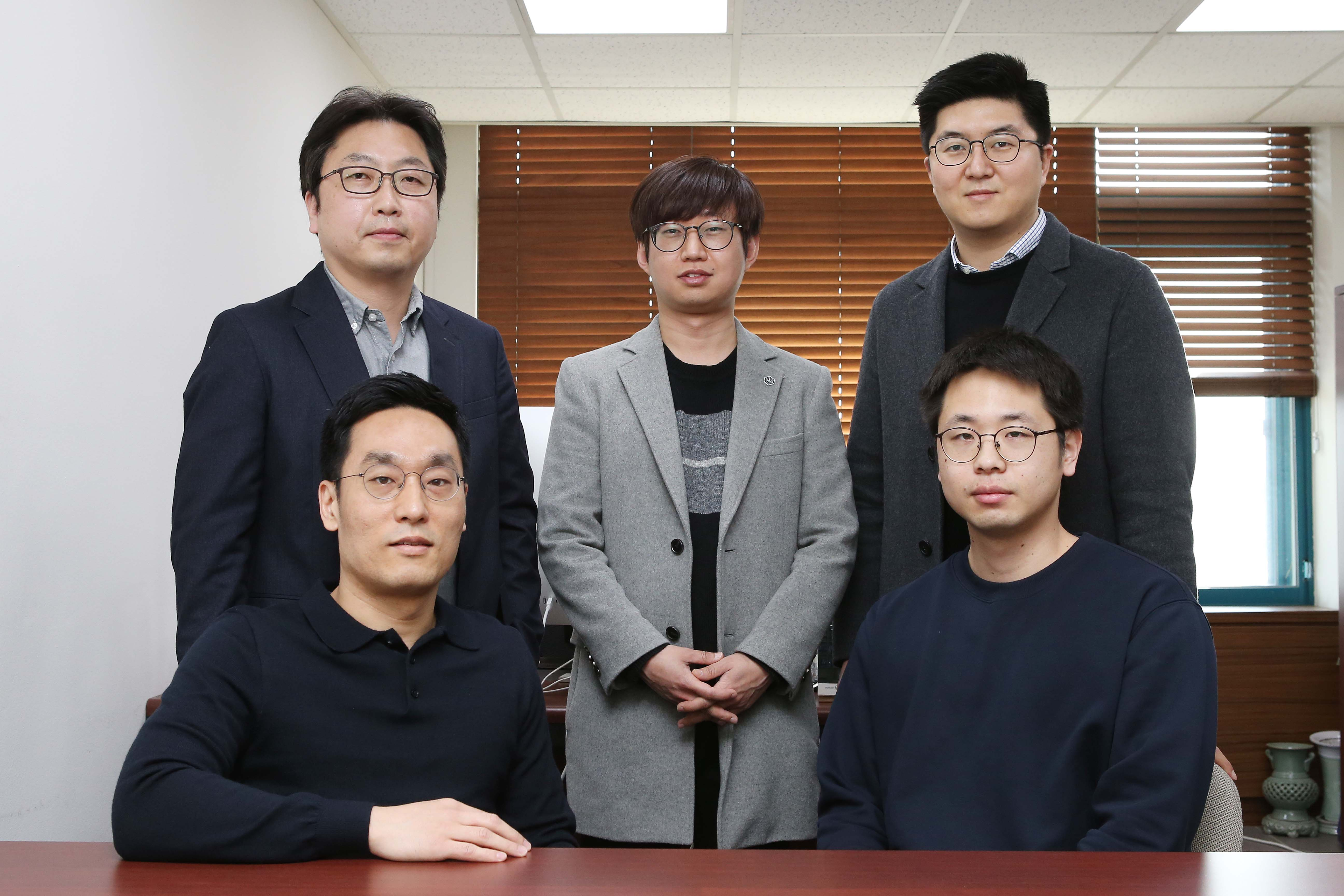 (Front row from left) Professor Byungha Shin (KAIST), and Ph.D. Candidate Daehan Kim (KAIST). (Back row from left) Professor Jin Young Kim (Seoul National University), Dr. Ik Jae Park (Seoul National University), and Professor Dong Hoe Kim (Sejong University).