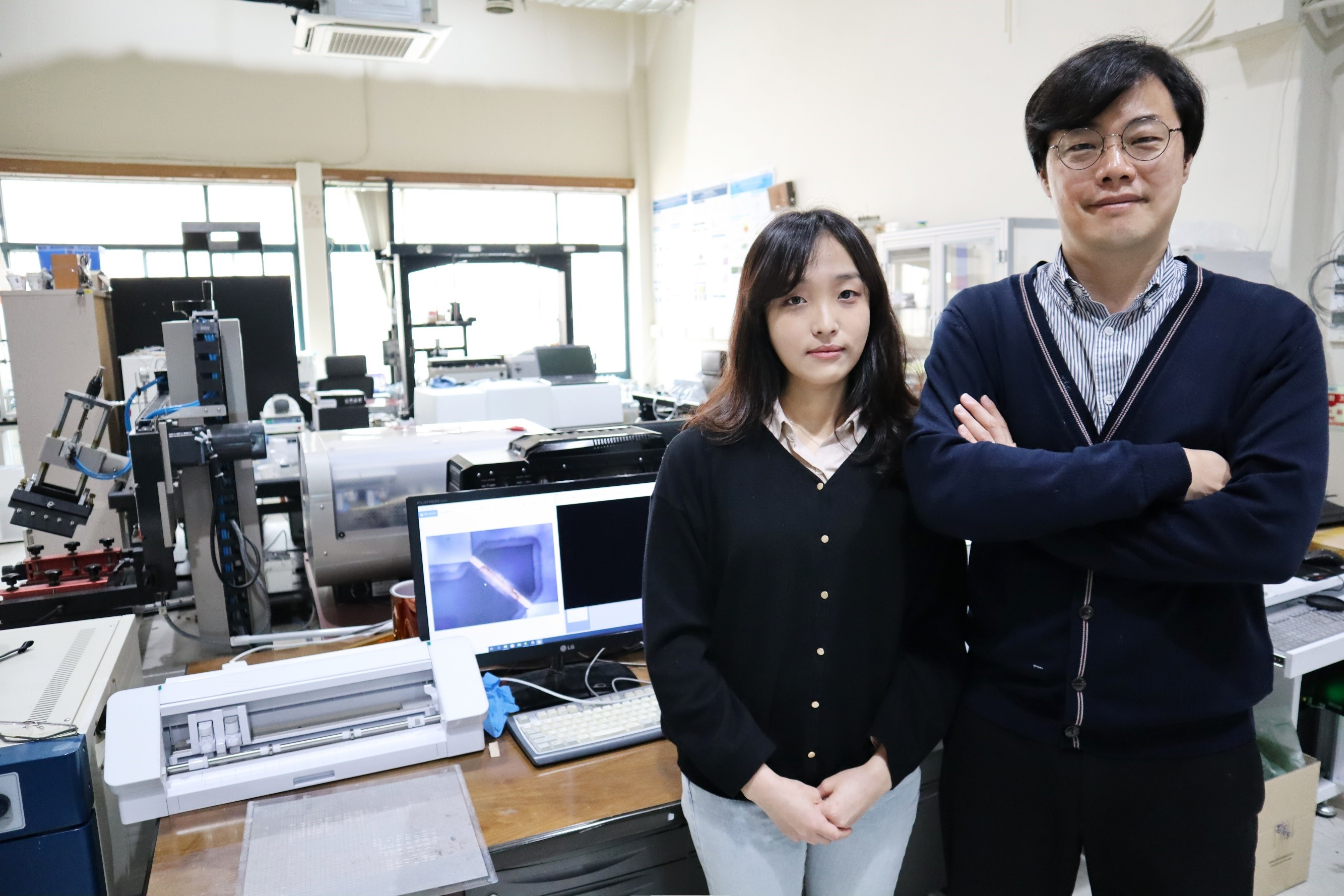 Ph.D. Candidate Jimin Gu (left) and Professor Inkyu Park (right)