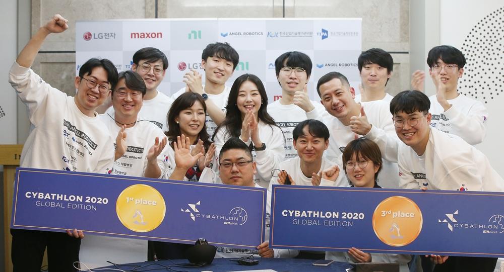 사이배슬론 2020 국제대회에서 금메달과 동메달을 수상한 공경철 교수 연구팀