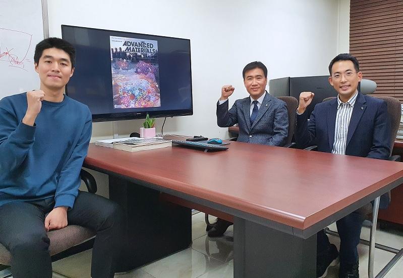 (왼쪽부터) 신소재공학과 김준규 박사과정, 김일두 교수, 정우철 교수